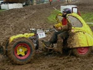 motocoltivatore nel fango