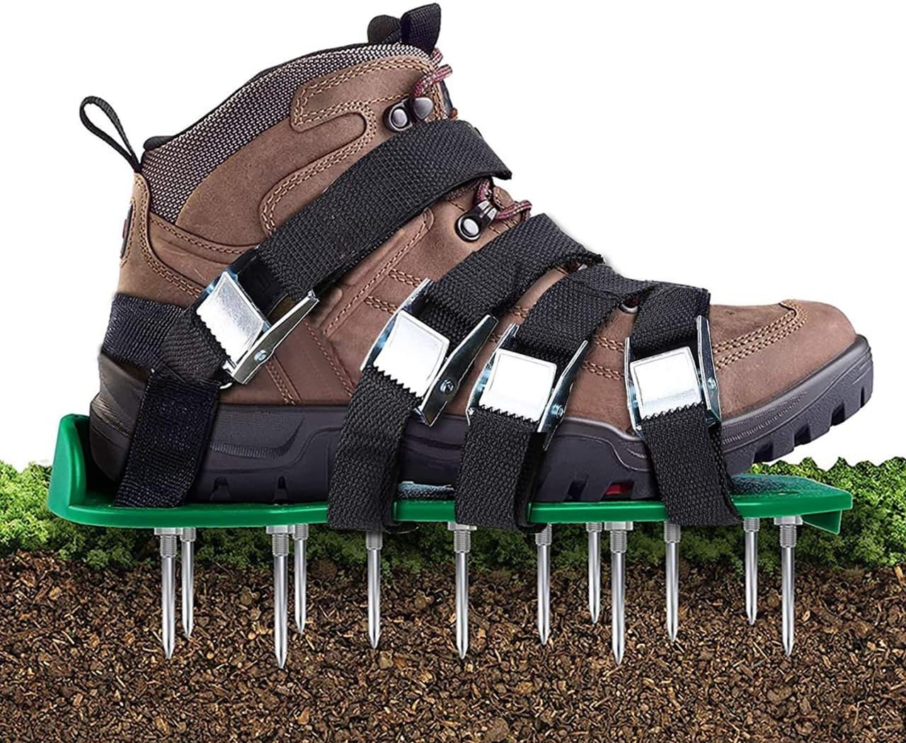 Scarpe arieggiatore per prato con 5 cinghie regolabili e chiodi in metallo